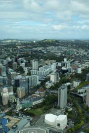 Auckland. Sky Tower. Aussicht in Richtung Sueden mit Mt. Eden und One Tree Hill