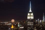 Empire State Building mit Feuerwerk. Top of the Rock/Rockefeller Center