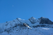 """Mond über Dolderhorn; Bildmitte: Felsabbruch des """"Spitzer Stein"""""""
