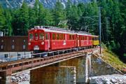 ABe 4/4 32 und 31 erreichen Morteratsch. 1990