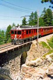 ABe 4/4 53 bei der Berninabach-Brücke oberhalb Morteratsch. 1990