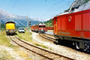 Gem 4/4 802 wartet in Bernina Suot den Zug mit ABe 4/4 51 und einem TW II ab. 1990