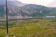 Zwei TW II mit einen Bernina Express auf der Alps da Buond vor Bernina Lagalb. 1990