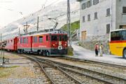 ABe 4/4 52 erreicht Ospizio Bernina. 1990