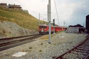 ABe 4/4 55 und ein TW II erreichen Alp Grüm. 1990