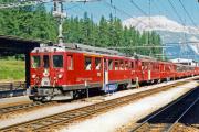 ABe 4/4 43 und 49 vor einem Bernina Express in Pontresina. 1990