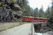 Gem 4/4 801 und ein TW III beim Gletschergarten unterhalb Cavaglia. 1994