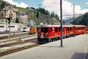 Kurzug mit ABe 4/4 52 fährt in St. Moritz ein. 2001