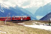 """ABe 4/4 41 umfährt die """"Rotonda"""" von Alp Grüm. Unten der Lago di Poschiavo. 2001"""