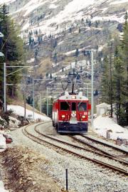 ABe 4/4 55 in der wieder errichteten Ausweiche Stablini zwischen Cavaglia und Alp Grüm. 2001