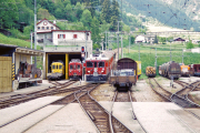 Einfahrt des ABe 4/4 53 in Poschiavo. In der Remise daneben der ABe 4/4 30 (gelb) und 35 (rot). 2001