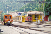 Bahnhof Poschiavo mit Ge 2/2 162 und Gem 4/4 802. 2001