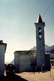 ABe 4/4 52 passiert das Nadelöhr neben der Kirche von S. Antonio. 2001