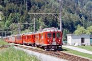 Bernina Express mit ABe 4/4 45 und einem zweiten TW II in Miralago. 2001