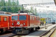 Ge 4/4 I 607 in Pontresina. Dahinter die Ge 4/4 III 651. 2001