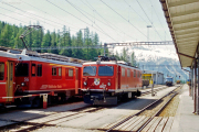 Ge 4/4 I 607 in Pontresina. Rechts hinten die Ge 4/4 III 651, links der ABe 4/4 56. 2001