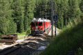 Ein Bernina Express mit dem ABe 4/4 54 an der Spitze auf der Rosegbach-Brücke oberhalb Pontresina