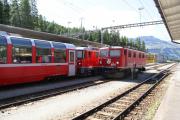 Ge 4/4 I 604 in Pontresina. Daneben auf Gleis 3 steht Ge 4/4 II 627 mit einem Bernina Express.