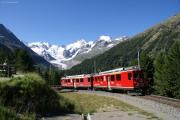 ABe 4/4 41 und 42 in der Montebello-Kurve. Panorama über dem Morteratschgletscher: Bellavista, Crast' Agüzza, Piz Bernina, Piz Morteratsch