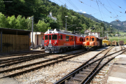 ABe 4/4 55 erreicht Poschiavo. Rechts wartet Ge 2/2 161 auf den nächsten Einsatz.