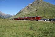 Bernina Express mit ABe 4/4 48 und 47 kurz vor Bernina Diavolezza