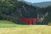 Der Landwasserviadukt im roten Pyjama