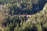Schnellzug mit Ge 4/4 III 650 auf dem Schmittnertobelviadukt