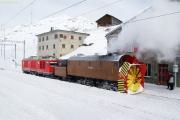 Xrotd 9213 und Gem 4/4 802 in Ospizio Bernina.