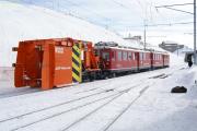 ABe 4/4 43 und 47 ziehen den Schneeräumer Xk 9132. Ospizio Bernina.