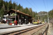 Station Wiesen. Tm 2/2 96 hat mit einem Bautrupp Pause.