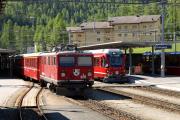 Pontresina. Ge 4/4 I 601 vor Reginalzug nach Scuol und ABe 8/12 3501 vor RE nach St. Moritz.