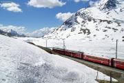 Abe 4/4 II 45 und 49 haben mit einem Regionalzug Ospizo Bernina mit Ziel Tirano verlassen.