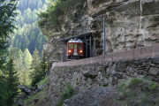 ABe 4/4 II 47 verlässt den Puntalto-Tunnel vor Cavaglia.