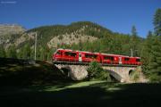 """Der """"Allegra"""" ABe 8/12 3502 auf der Rosegbachbrücke oberhalb Pontresina"""
