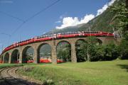 ABe 4/4 54 und 56 mit einem Bernina Express auf dem Kreisviadukt von Brusio
