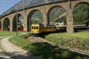 ABe 4/4 34 und 30 mit zwei Pullmanwagen unter dem Kreisviadukt von Brusio