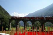 """""""Allegra"""" ABe 8/12 3504 mit einem Bernina-Express auf dem Kreisviadukt von Brusio."""