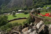 """""""Allegra"""" ABe 8/12 3503 erreicht den Kreisviadukt von Brusio."""
