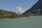 ABe 4/4 30 und 34 mit zwei Pullmanwagen bei Ospizio Bernina am Lago Bianco