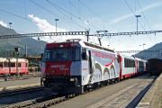 Ge 4/4 III 650 vor einem Glacier Express in St. Moritz