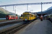 """ABe 4/4 34 und 30 verlassen St. Moritz ohne die beiden Pullmanwagen rechts St. Moritz. Der """"Allegra"""" hinten hat nun Platz für Manöver."""