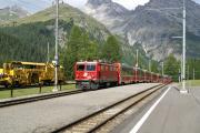 Ge 4/4 I 607 erreicht mit Bernina Express 951 Preda.