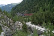 Ge 4/4 III 652 oberhalb des Fluegna-Tunnels bei der Kreuzungsstation Muot