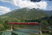Be 4/4-Pendelzug als S-Bahn auf der Rheinbrücke bei Reichenau