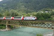 Ge 4/4 III 650 mit einem Glacier Express auf der Rheinbrücke bei Reichenau