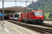 Ge 4/4 III 644 mit einem Glacier Express nach Zermatt. Disentis/Mustér