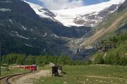 Allegra ABe 8/12 3510 zwischen Alp Grüm und Drachenloch. Im Hintergrund der Palügletscher