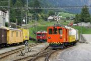 De 2/2 151 hat Rangierdienst in Poschiavo. Dahinter abgestellt Gem 4/4 801