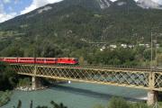Ge 4/4 II 613 auf der Rheinbrücke bei Reichenau