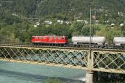 Ge 6/6 II 702 auf der Rheinbrücke bei Reichenau